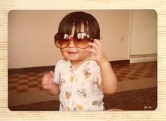 #flickr1982 Friday poser de ontem (poperotico) Tags: camera baby me brasil analog poser 1982 sextaposer saopaulo yo eu olympus moi io sunglass bebe pelicula filme lupa analogica guarulhos nenem trip35 fridayposer oculosdesol flickrnight baudefotos