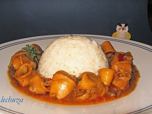 Chipirones encebollados-plato arroz