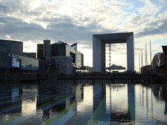 i   l o v e   d e f e n s e (quilibre instable) Tags: paris reflection grey ladefense grandearche summer08