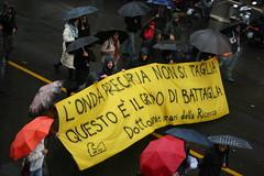 Ondata precaria (GhostSwann) Tags: rome roma politics precari onda manifestazione cgil lavoratori fiom movimentostudentesco scioperogenerale 12dicembre nogelmini l13308