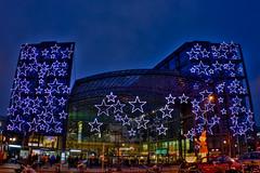 Weihnachtsdeko am Berliner Hauptbahnhof HDR (rsberlin) Tags: christmas xmas light berlin night canon germany dark weihnachten deutschland licht europa europe nacht bahnhof hdr dunkel photomatix tonemapped eos400d rsberlin