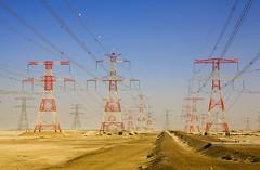 42-20557302 (gmi.dessalement1) Tags: tour uae abudhabi désert moyenorient pylôneélectrique lénergie émiratsarabesunis abuzaby aucunepersonne ligneàhautetension aboudhabi étatsdugolfepersique taweelaha1poweranddesalinationplant