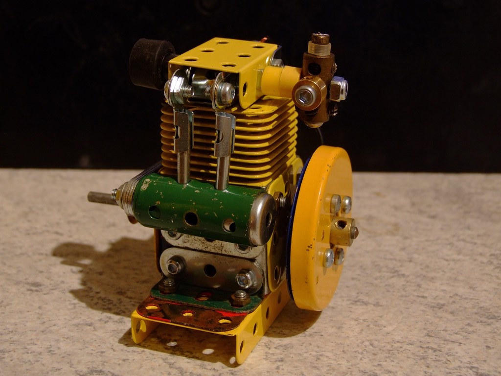 Meccano 4 stroke engine