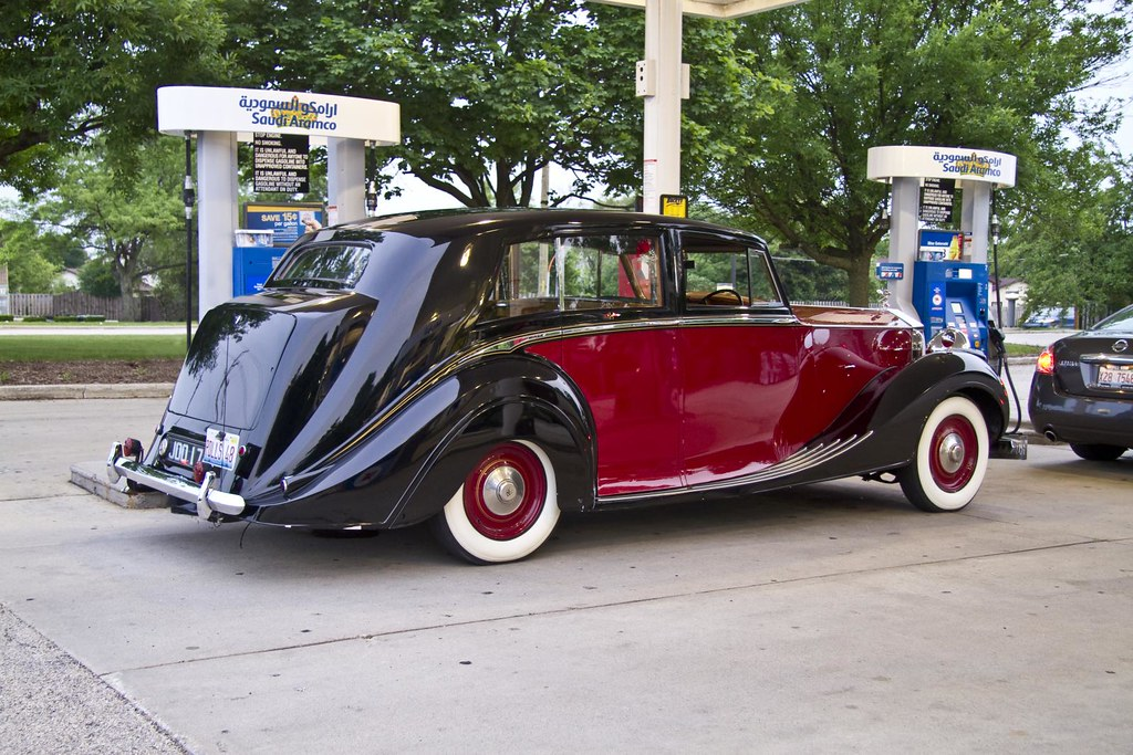 1948 Rolls Royce at the pump