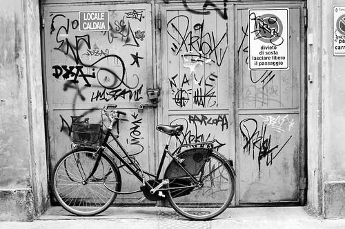 _DSC1866 - Parcheggio con graffiti - 25