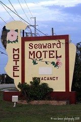 SeaWard (ddancernc) Tags: signs florida 2008 floridakeys floridavacation novideo vintagesigns motelsigns vintagemotelsigns debbiedancer reindancerphotography ddancerphotography