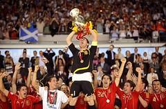 Casillas con la copa UEFA EURO2008