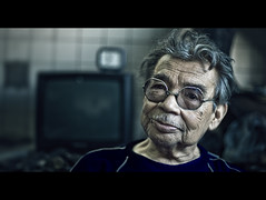 Aged by Work (Luis Montemayor) Tags: portrait man mexico tv df dof retrato oldman anciano hombre vulcanizadora