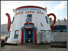 Java Jive Teapot - Tacoma, Washington (Vintage Roadside) Tags: washington teapot tacoma quirky touristattraction javajive mimetic coffeepot highway99 roadsidearchitecture programmatic theventures vintageroadside