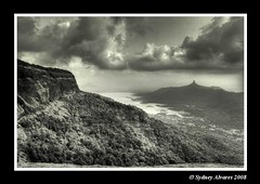 TRAVEL - Matheran (Maharashtra, India) ($ydney) Tags: travel bw india tourism maharashtra matheran ydney ppaug08 pptadka20080817