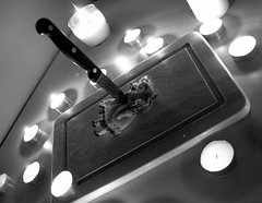 Nie id moim ladem (KrzysztofTe Foto Blog) Tags: toy death doll knife breadboard lalka trencher deska n zabawka