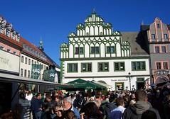 So macht der Herbst doch Spa, oder? (happycat) Tags: roof people house window facade germany weimar thringen fenster haus we lantern laterne dach fassade mensch touristinformation zwiebelmarkt