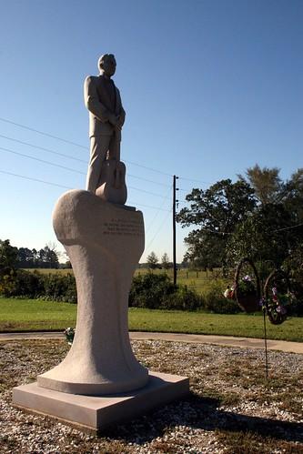 jim reeves statue
