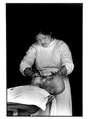 la barbiere (VARTAO) Tags: portraits temple noiretblanc religion asie yunan chine reportage fumer priere offrande taoisme yikin