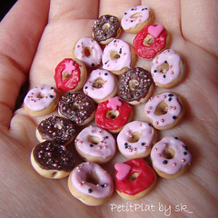 Swap with Mariana (PetitPlat - Stephanie Kilgast) Tags: pink food chocolate jewelry donut bead minifood minis dollhouse miniaturefood miniaturen petitplat