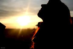 Larita MP_03 (Kris *) Tags: sky woman sun sol girl canon atardecer 350d mujer friend chica amiga lara cielo terraza flickrestrellas flickrlovers xkrysx