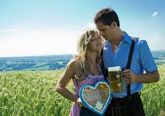 Oktoberfest (Melanie {Inspirationszauber}) Tags: boy party beer girl oktoberfest blond gaudi bier landschaft glas krug dirndl lederhose lebkuchen bierzelt weizen lebkuchenherz girlandboy