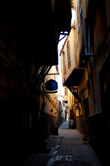 An Alleyway in Old City, Damascus (friend_faraway *) Tags: men shopping middleeast syria bazaar damascus souq bazar oldcity 5photosaday fotogezgin