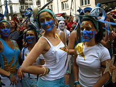 Zinneke Parade 2008  3207 (Lieven SOETE) Tags: life street city carnival brussels party portrait people urban woman streetart art face festival female donna calle dance mujer fiesta belgium belgique retrato danza femme cara young diversity bruxelles ciudad danse sensual parade carnaval metropolis bruselas multicultural temptation rue 2008 belgica carrer ville junge tanzen visage joven zinneke retrat jeune sensuelle intercultural giovane verleiding diversit zinnekeparade socialart interculturel socioartistic sixpixx