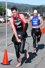 Andy Potts, overall winner - 07 & 08 (& 2009) Escape From Alcatraz triathlon (JonBauer) Tags: sanfrancisco bike race swimming swim nikon run athlete triathlon wetsuit bootsie d300 18200mmf3556gvr escapefromalcatraz andypotts brentfoster