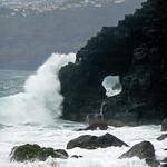 ola contra piedra thumbnail