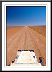 Strezleki Track (Noddy222) Tags: blue red flat outback remote straight landrover plain defender