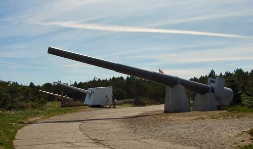 Guns outside Bunkermuseum Hanstholm