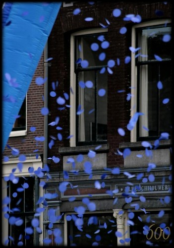 Blue Confetti by mickebear.