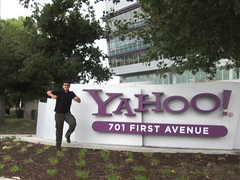 Matt Harding dances at Yahoo!
