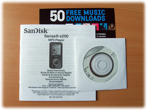 Content of SanDisk Sansa e260 package