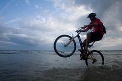 watery wheely (lomokev) Tags: sea beach bike sport canon eos brighton action dusk mountainbike cycle 5d ade fahrrad vlo stunt fiets bicicletta bicis canoneos5d deletetag lowtidebikeride upcoming:event=62242 rustingmetal  file:name=080901eos5d3934