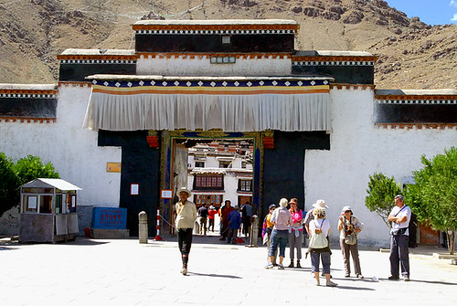 Entrance_to_Tashilhunpo_Monastery
