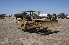 farm caterpillar bulldozer d2 muntadgin (Photo: manthatcooks on Flickr)