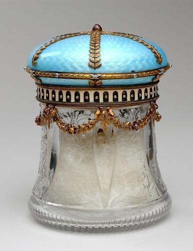 017- Bote para el baño con tapa con incrustaciones de piedras preciosas 1900-1915