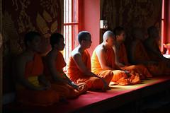 Wat Chiang Man (Eye Light) Tags: shadow summer sun digital canon thailand temple eos colours estate ombra buddhism monks thai chiangmai sole wat colori thailandia tempio  monaci watchiangman buddismo