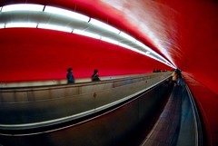 (Jordy B) Tags: red paris france lines subway rouge curves 105 couloir lignes tapisroulant courbes bofwinner bestofr metro