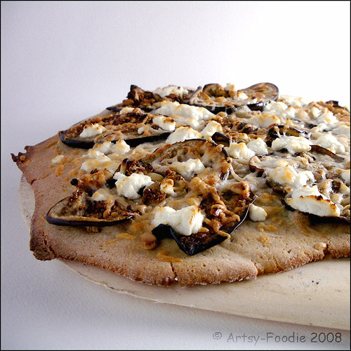 Eggplant pine-nut pizza