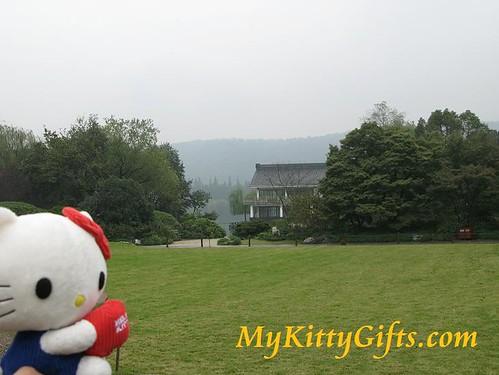 Hello Kitty at Open Lawn of Peony Garden, HangZhou