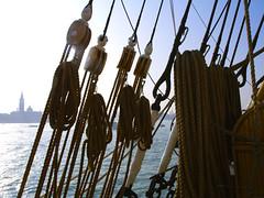 la nave fantasma   - The ghost ship (*evelyn47*) Tags: venice ship nave blocks ropes venezia corde supershot bozzelli flickrlovers isolasgiorgio islandsgiorgio