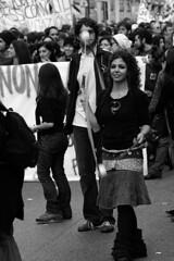 Guardami... (alternativevisuali) Tags: roma universit protesta studenti corteo sapienza mareggiata ribelli movimentostudentesco ondaanomala ribellarsi no133 alternativevisuali nogelmini
