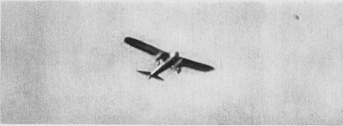 El 21 de julio de 1936 a las 9.30 horas un avión republicano lanza proclamas instando a la rendición de los sublevados en el Alcázar