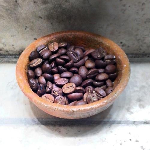 Granos de café en el baño, para aromatizar el ambiente. #CoffeeBeans #PhotoOfTheDay