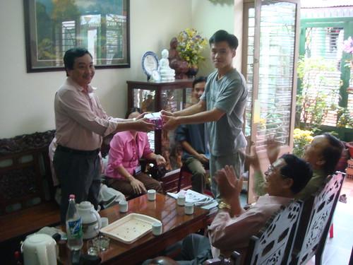 chính quyền địa phương đến trao quà mừng tân binh Nguyễn Tiến Trung ngày thứ tư 27/02/2008