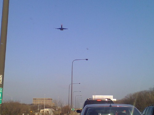 Plane coming right over traffic into ORD