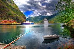 Flm Sognfjord Norway. HDR (SigHolm - Very Busy) Tags: norway norge 500views hdr flm 1000views sognfjord noregur platinumheartaward sognfjrur platinumpeaceaward