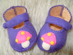 PURPLE AND PEACH BABY SHOES WITH MUSHROOM MOTIFS- HAND STITCHED (Funky Shapes) Tags: uk baby mushrooms shower shoes purple handmade unique oneofakind peach felt zapatos gift kawaii bebe etsy slippers booties wholesale dawanda