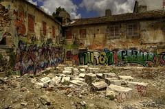 Area poco turistica.... (franz75) Tags: portugal d50 nikon lisboa lisbon murales hdr alfama lisbona portogallo rovine rovina diroccato