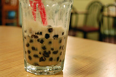 boba (Beatface) Tags: wood cup glass boston table restaurant bubbletea chairs drink bokeh massachusetts newengland newburystreet nikond50 bookstore chai bobatea blacktapiocapearls tridentbooksellersandcafe bigredstraw