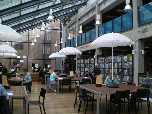 Sala de lectura de la Biblioteca Publica de Delf en Holanda