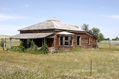 Decaying house - North Dakota